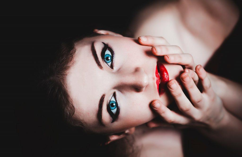 L'hypnose est un état de relaxation profonde au cours duquel des suggestions sont formulées pour créer des changements bénéfiques dans les idées ou le comportement.